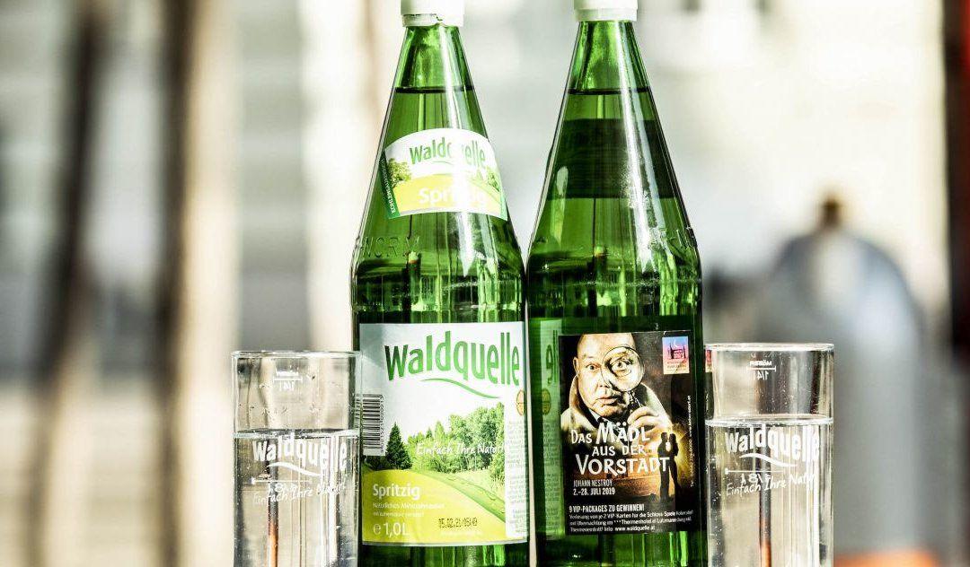SCHLOSS-SPIEL INTENDANT BÖCK AUF 4 MILLIONEN WALDQUELLE GLASFLASCHEN