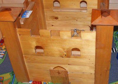 Burg aus Holz basteln