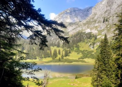Traumhafter romantischer Bergsee